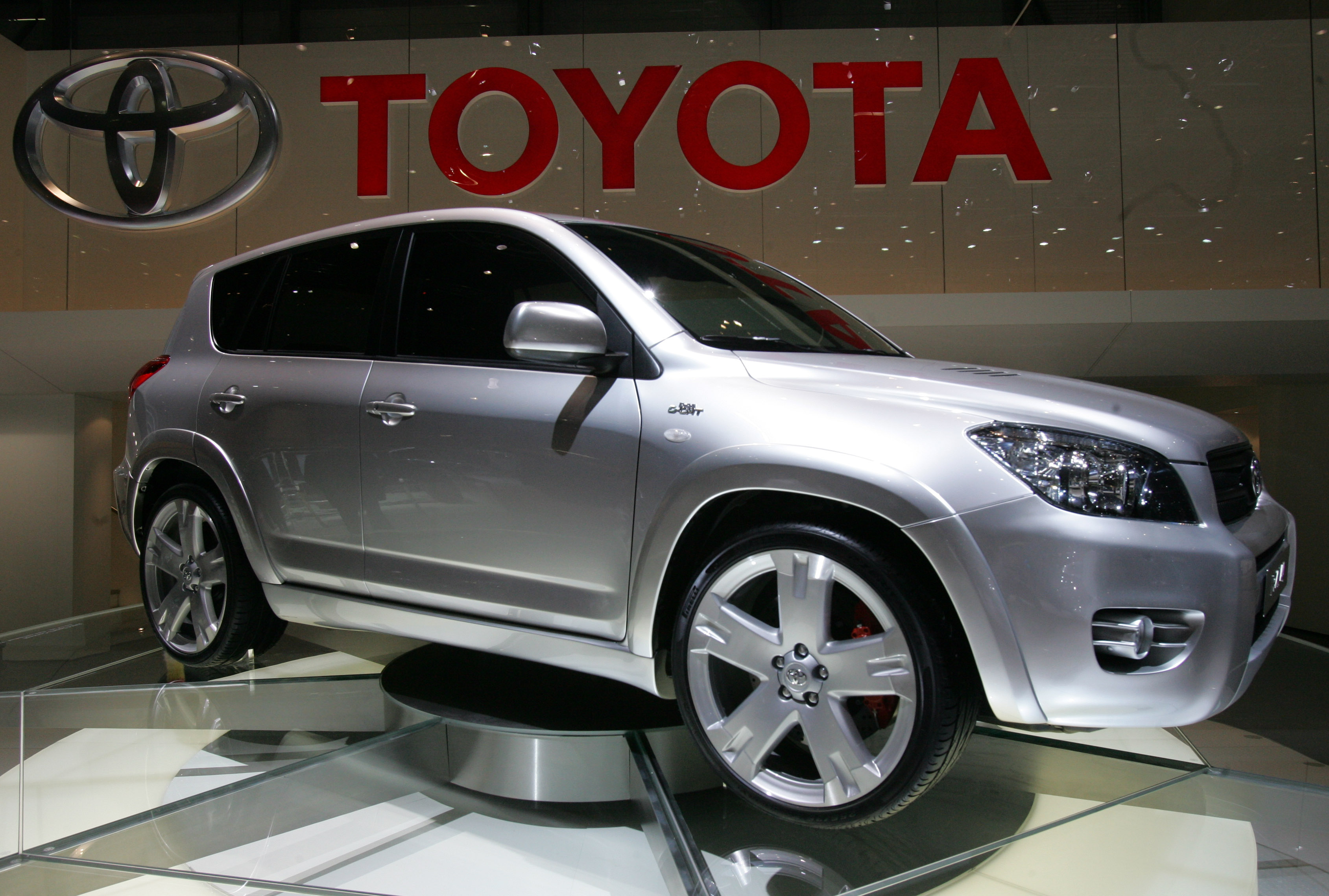 Toyota Poised to Remain Largest Automaker in 2016