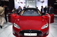 Tesla Unveils Summon with Upgraded Autopilot Driving System