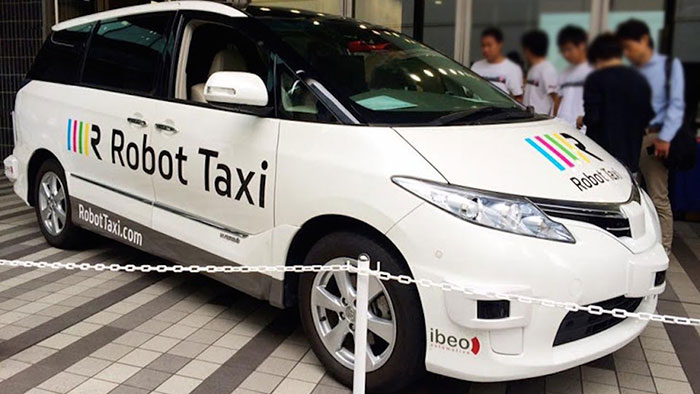 Driverless Taxis to Manage Urban Traffic Congestion