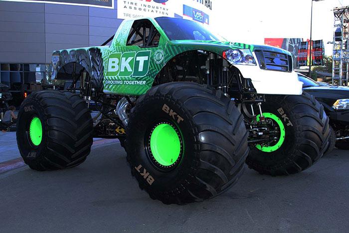 Monster Truck Tires >> Bkt Builds Gigantic Monster Jam Truck Tire Tires Parts News