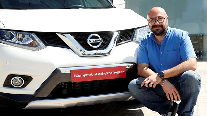 Nissan Becomes First Automaker to Sell a Car on Twitter