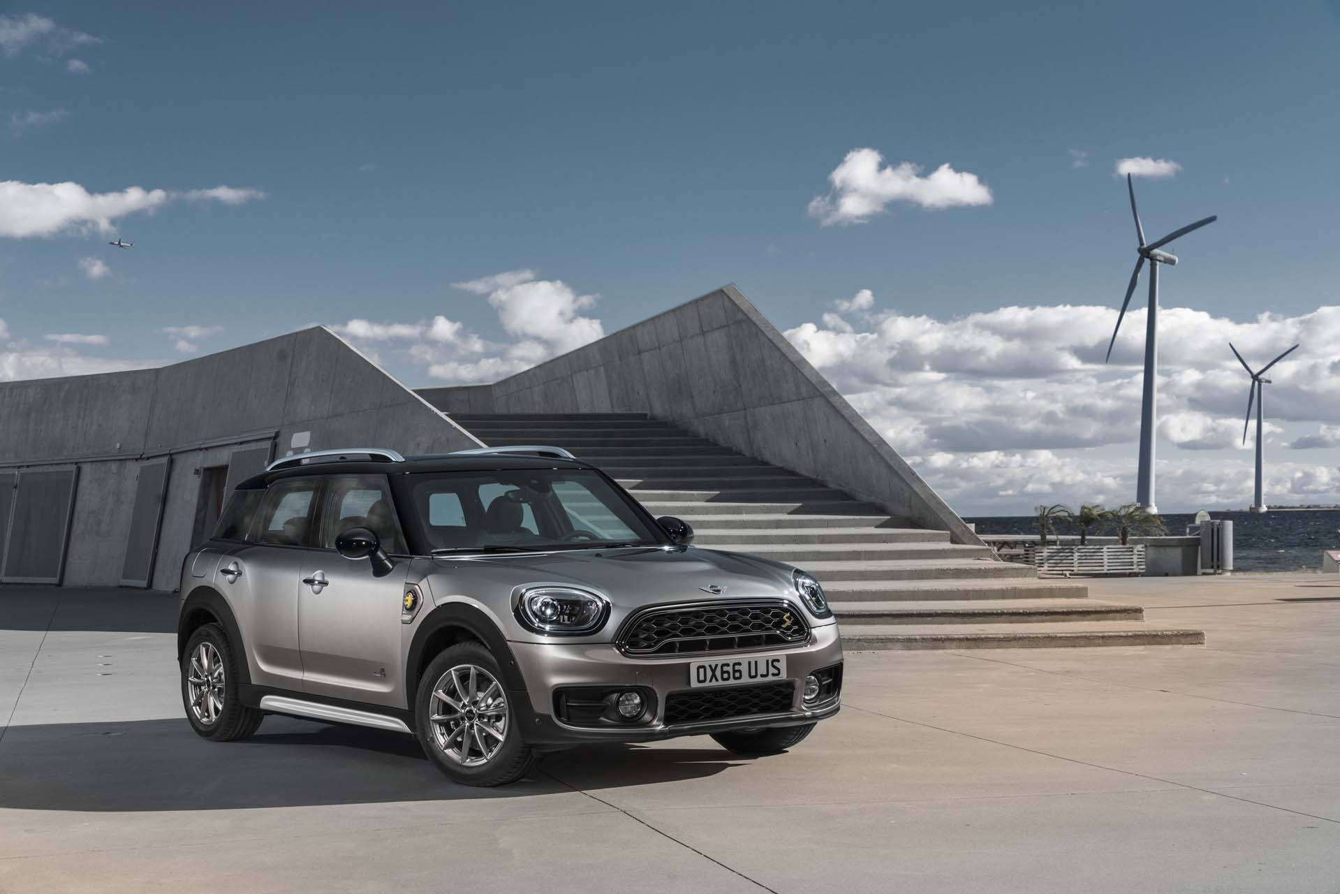 Local emission-free on the road to success: more than 15 percent of all new MINI are already electrified