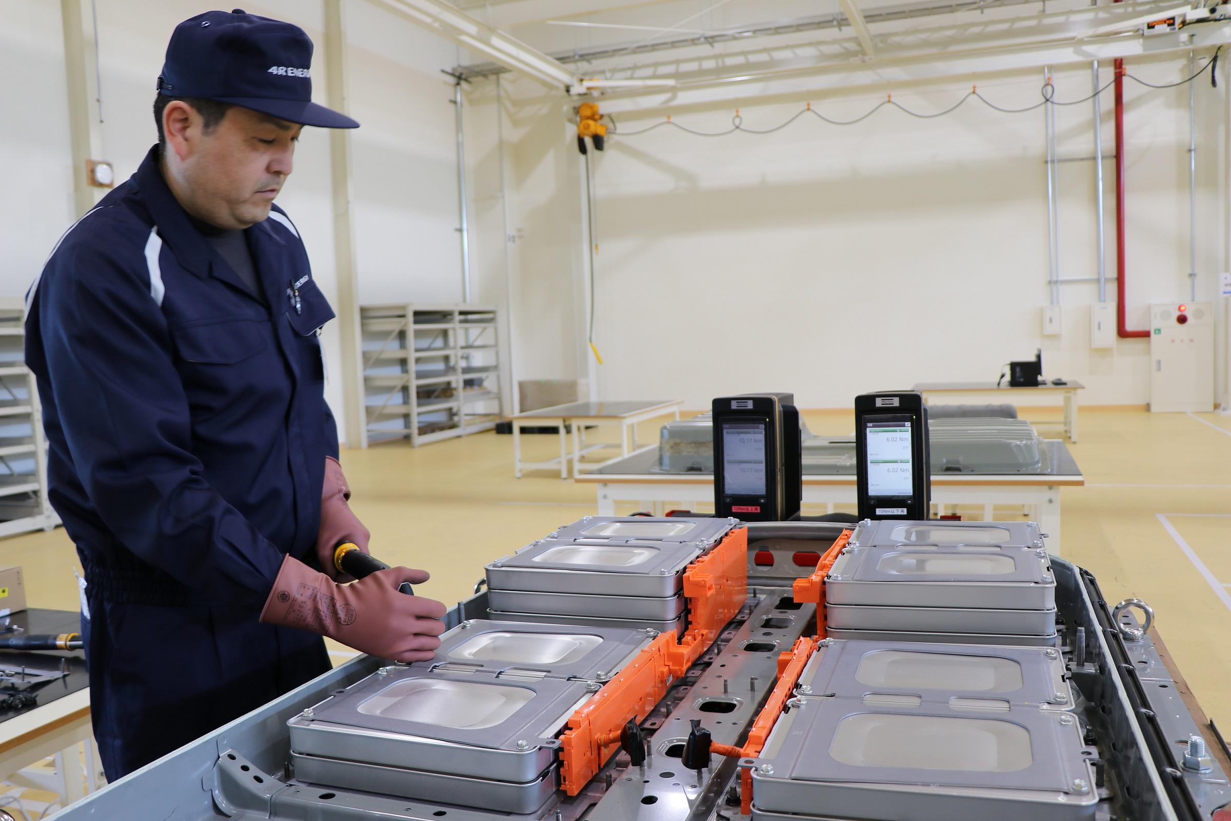 Nissan Starts Exchange Program for Nissan LEAF Batteries in Japan