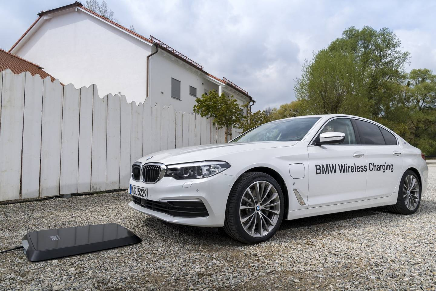 BMW Introduces Wireless Charging for 530e iPerformance Plug-In Hybrid