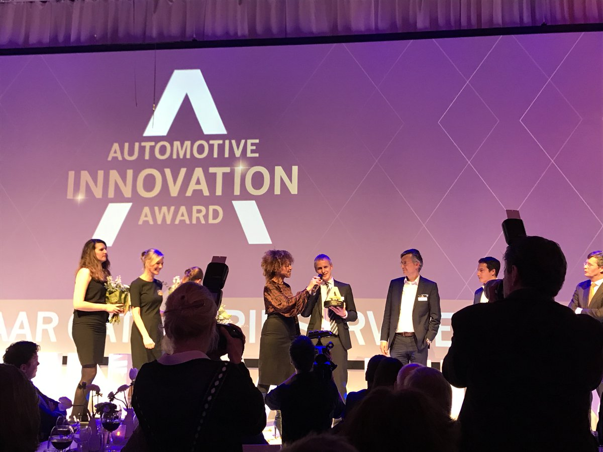 TomTom Receives Automotive Innovation Award for On-Street Parking Service