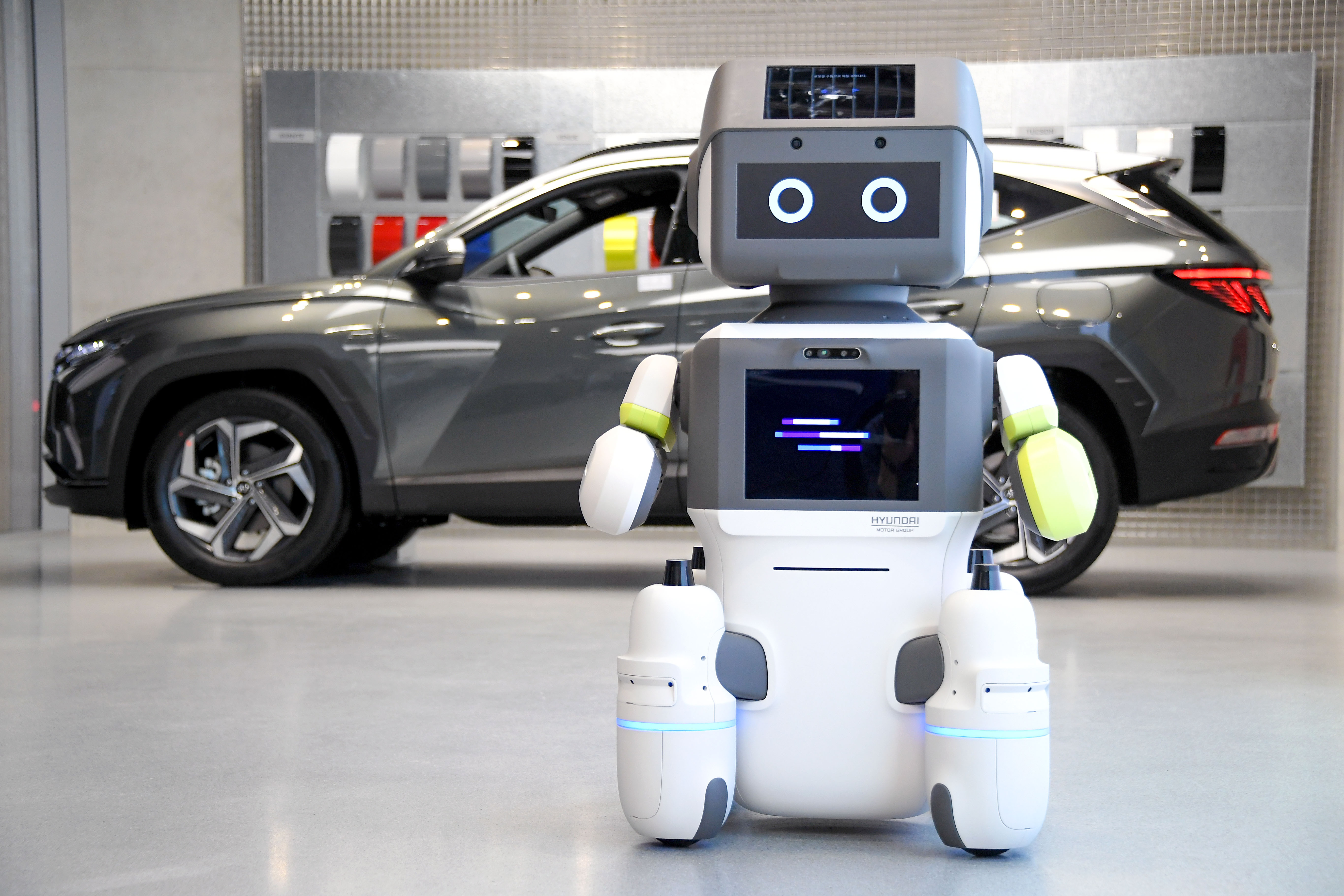 Hyundai Motor Group Introduces Advanced Humanoid Robot 'DAL-e' for Automated Customer Services