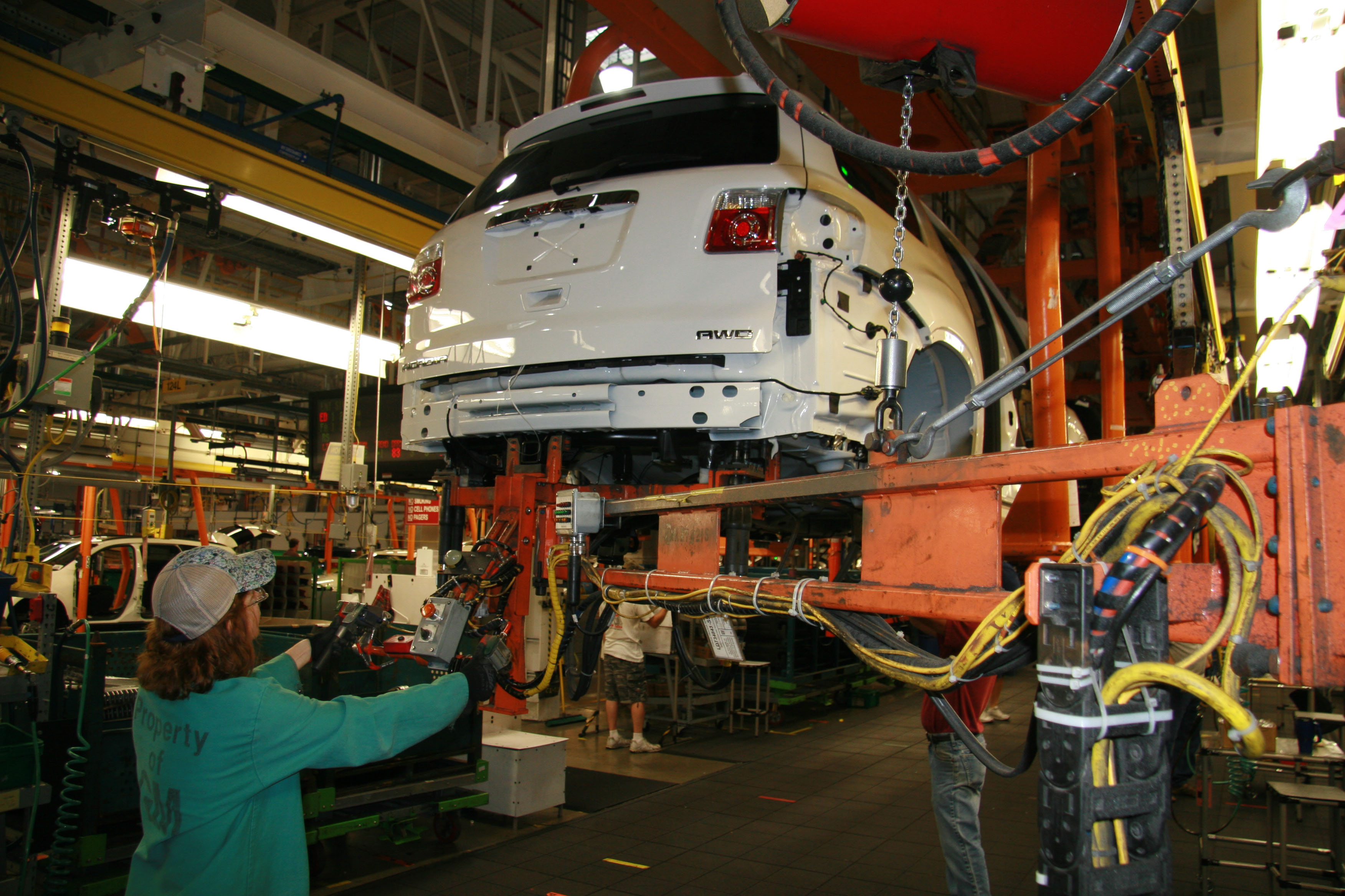 US Auto Factories Switch from Sedans to Trucks