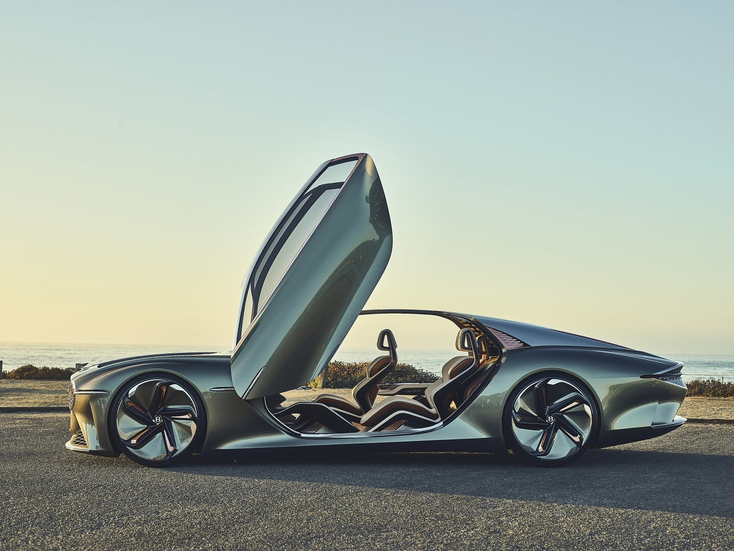 "Bentley's EXP 100 GT Wins ""Most Beautiful Concept Car of the Year"" Award"