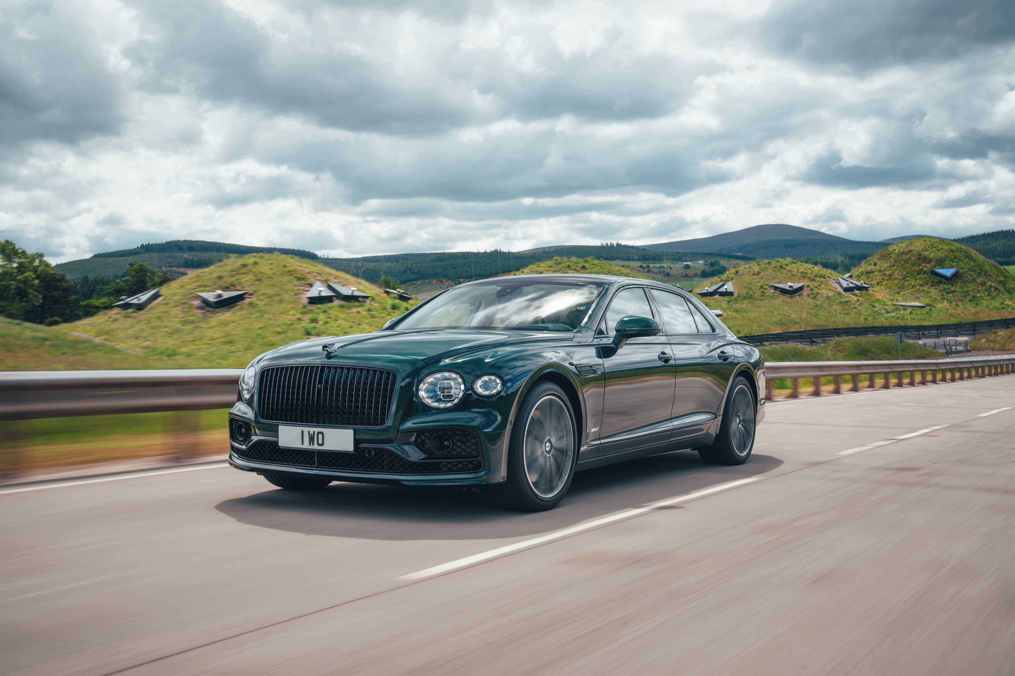 Introducing the new flying spur hybrid