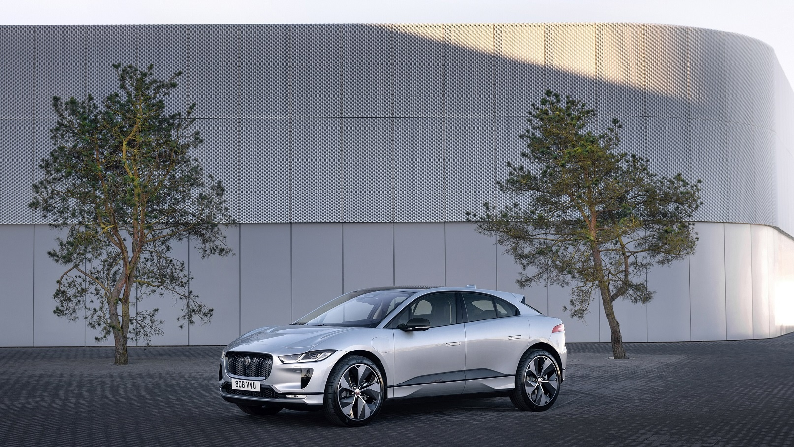 Jaguar land rover to provide fleet of all electric vehicles for world leaders at cop26