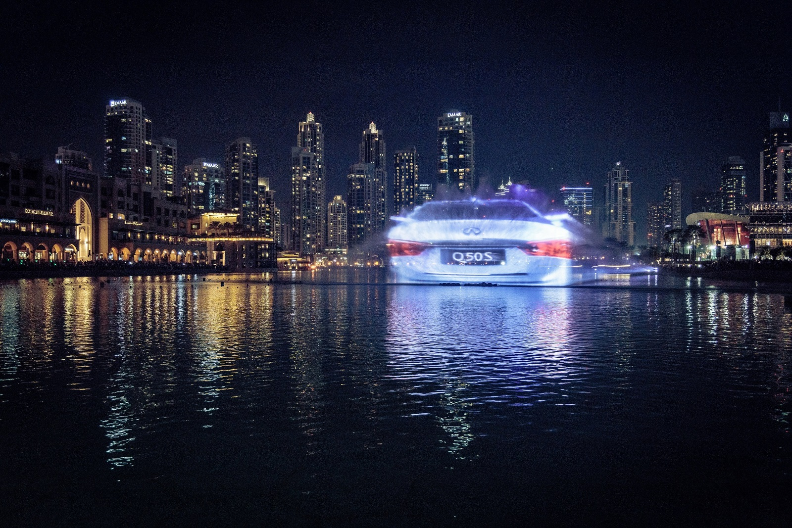 Infiniti Premieres Unique Display at Dubai Fountain