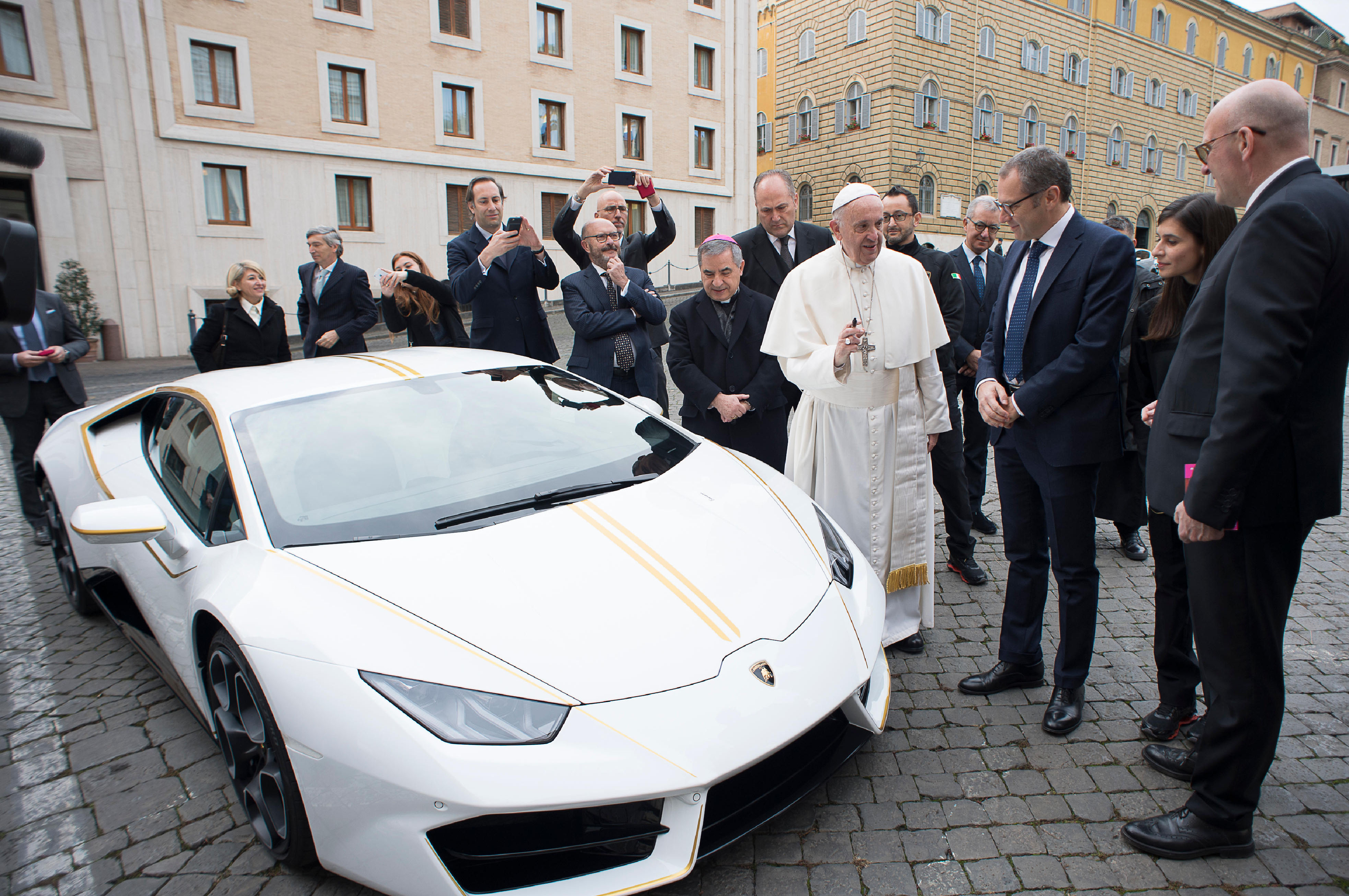 Lamborghini Makes Ultra Limited Version Huracan for Pope Francis