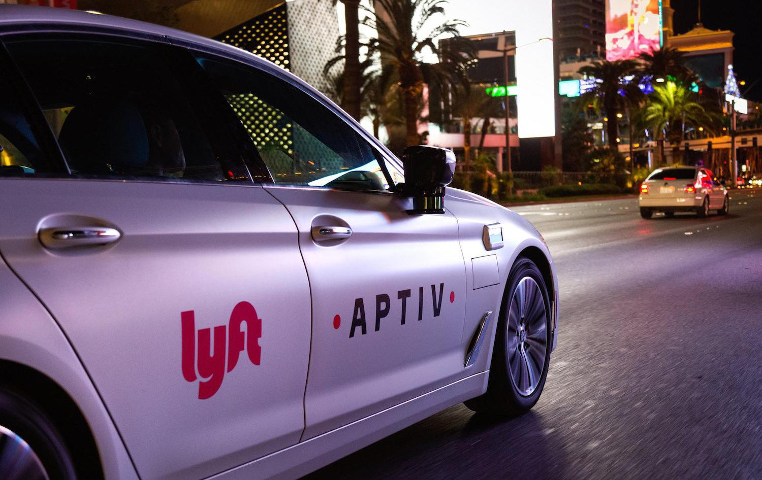 Lyft Files Patent for Pedestrian Notification System for Autonomous Cars