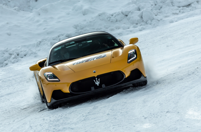 Powerful MC20 on snow