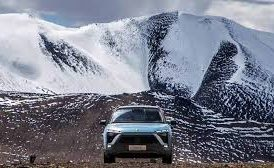 Chinese Electric Car Climbs Glacier in Tibet to Set World Record