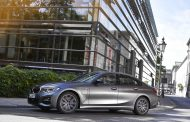 New entry-level models with plug-in hybrid drive for the BMW 3 Series and BMW 5 Series