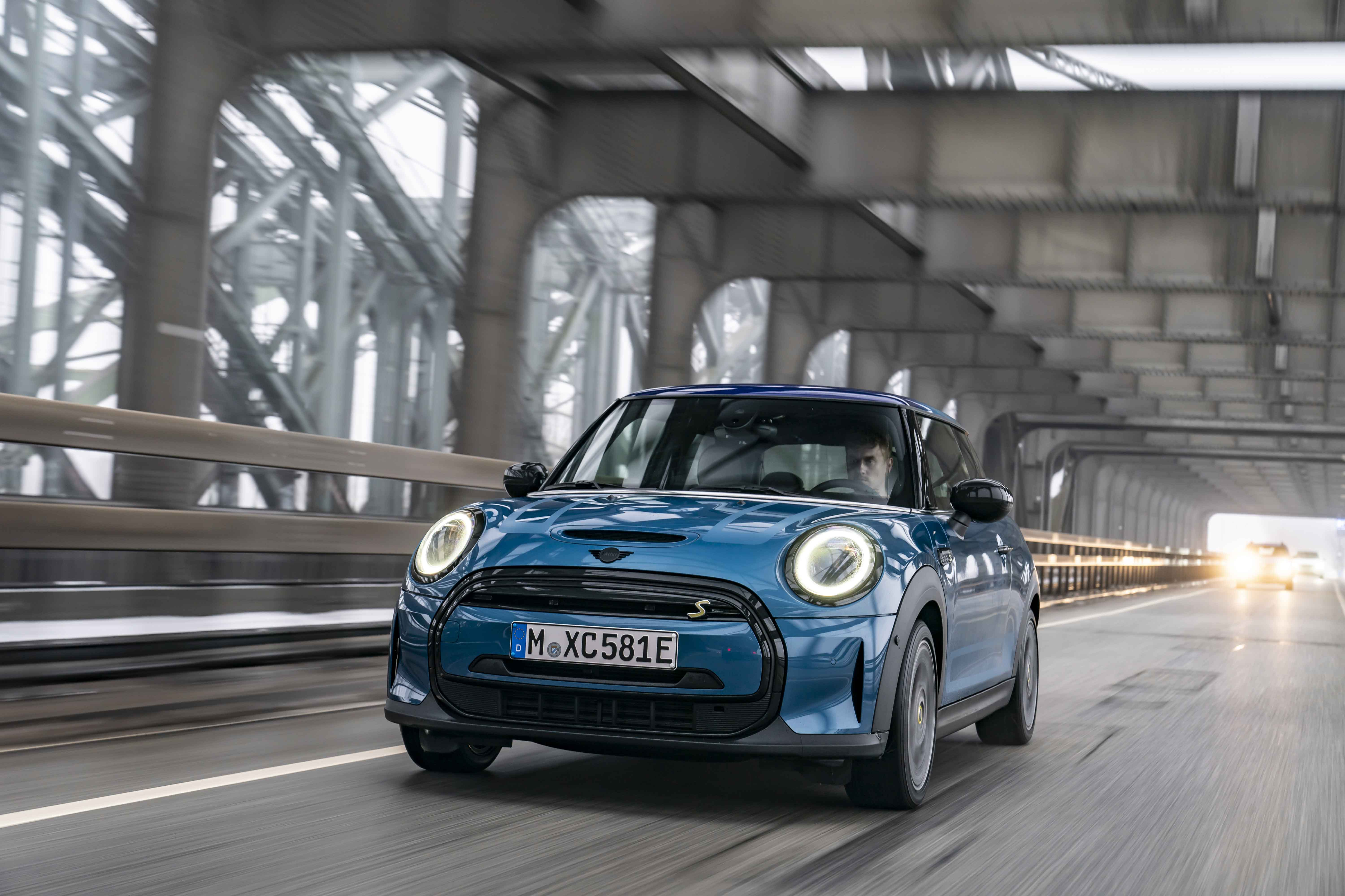 Experience the green metropolis of Hamburg with the mini cooper se.