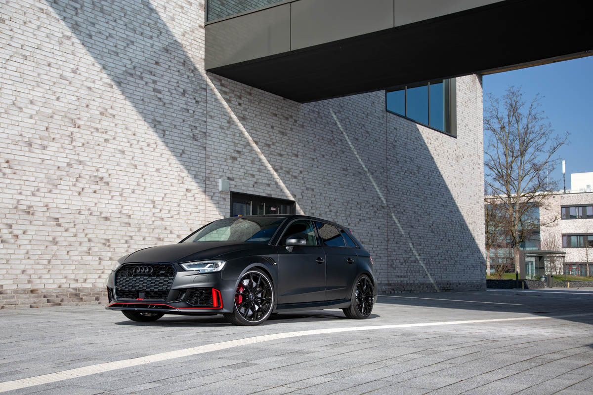 Alcantara meets carbon: first-class interior for the Audi RS 3