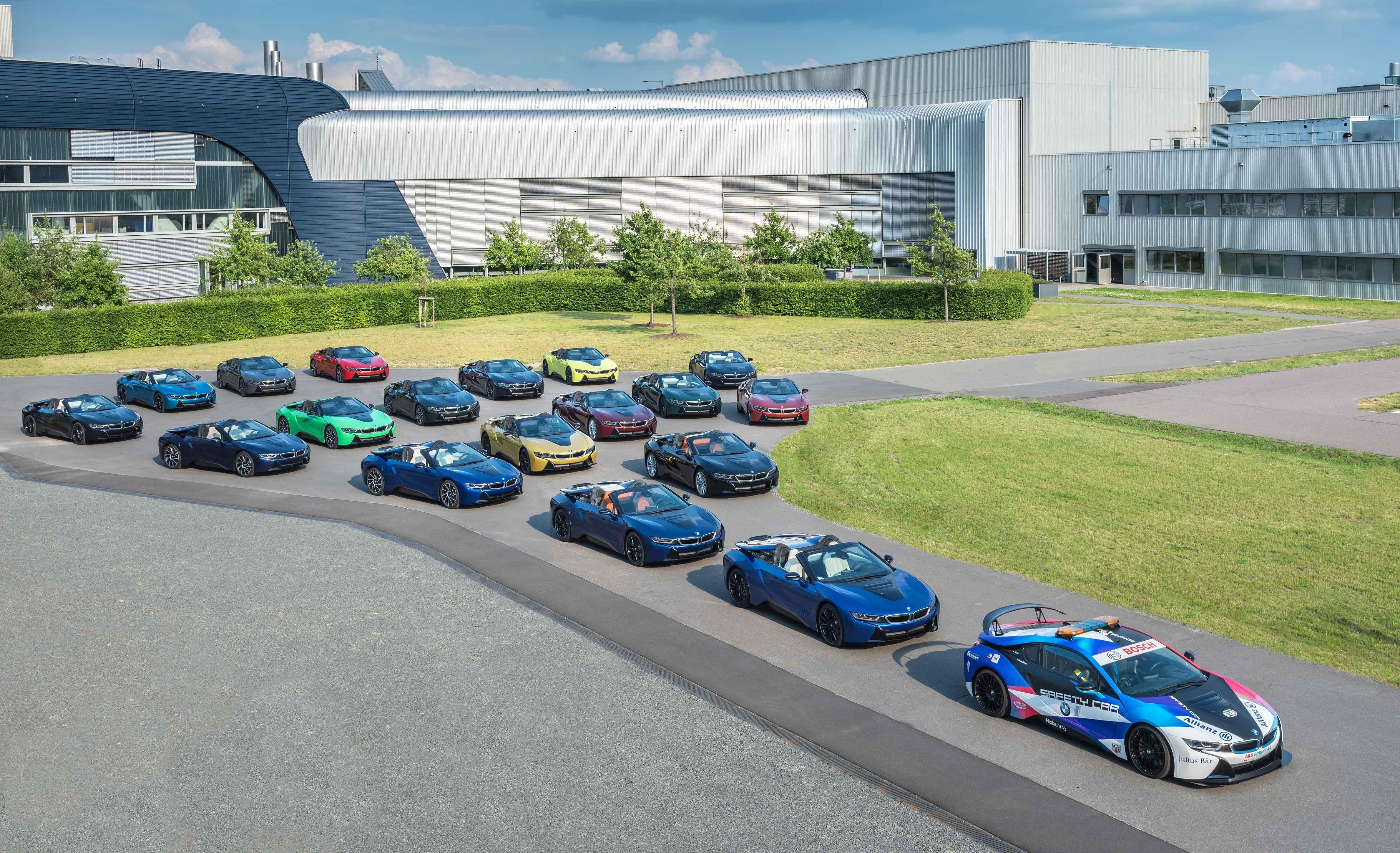 Final 18 BMW i8 cars leave Plant Leipzig.