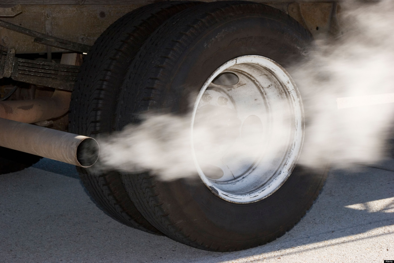 Device to Control Tailpipe Emissions can Reduce Greenhouse Effect
