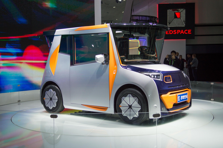 Ex-BMW Designer Designs EV Primarily as Living Space
