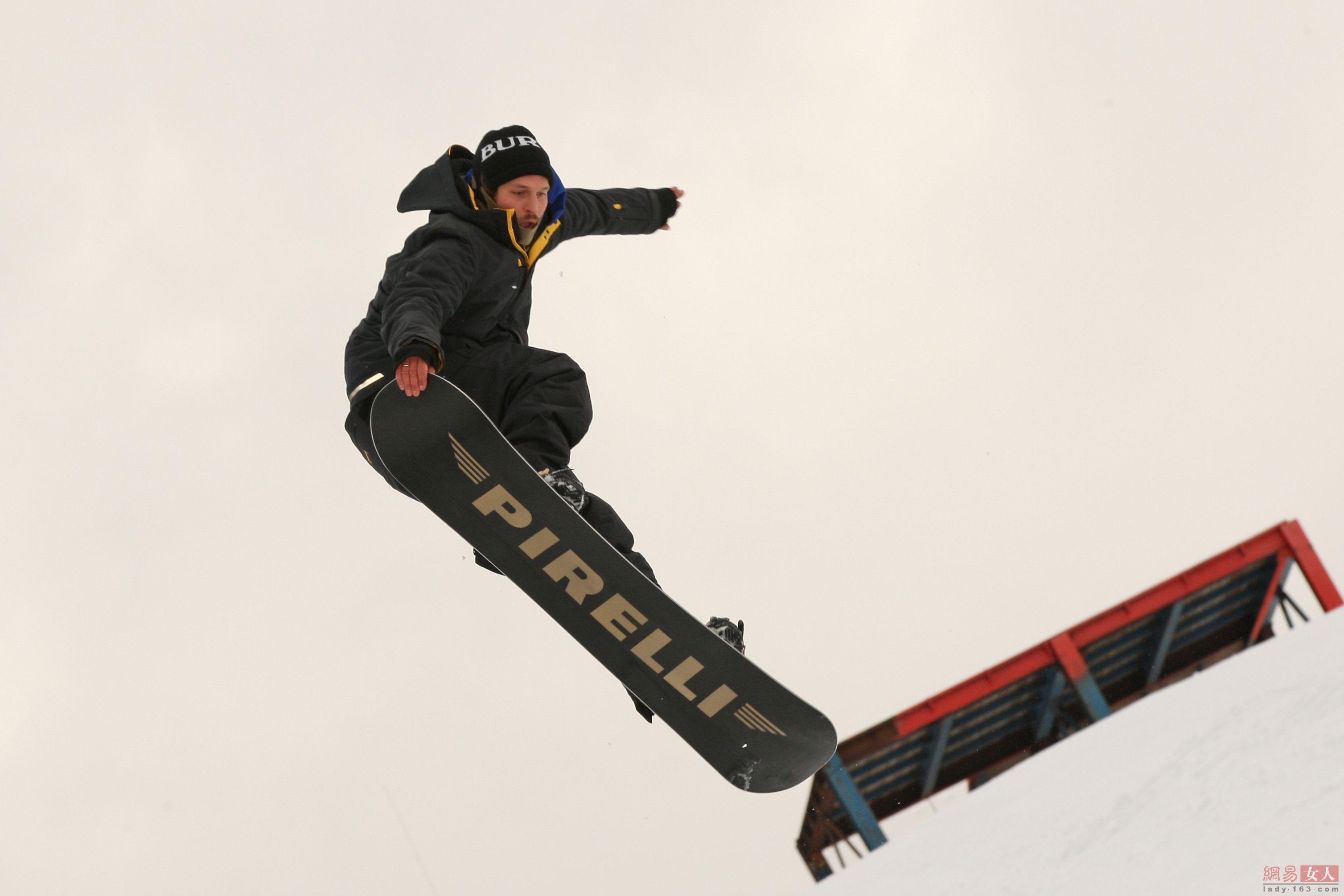 Pirelli Strikes Hockey and Skiing Sponsorship Deals