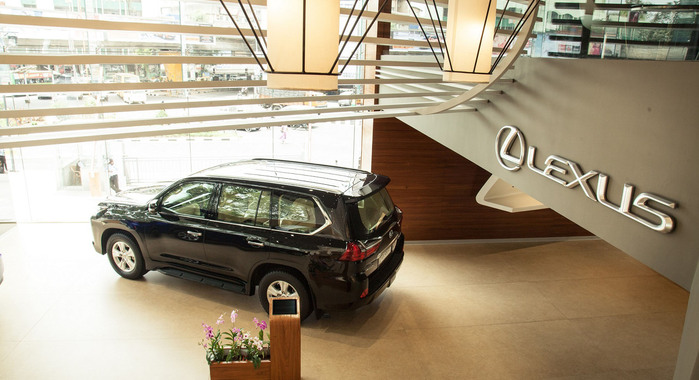 Lexus to Go it Alone in India