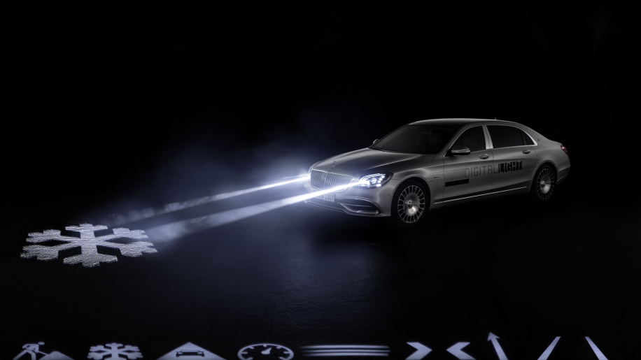 Mercedes Debuts Digital Light for Mercedes-Maybach Customers