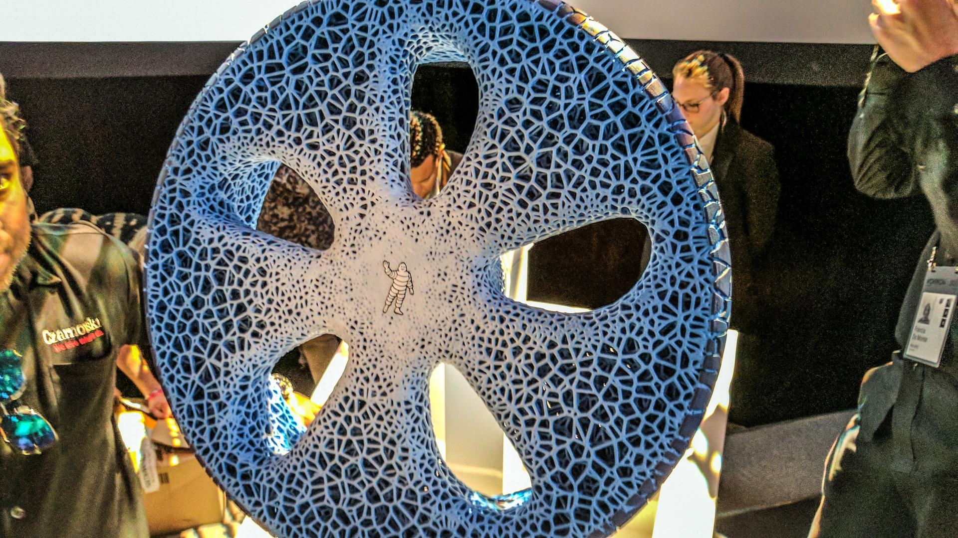 Michelin Debuts Connected and Airless Concept Tire