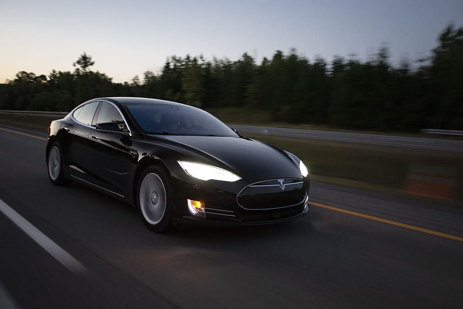Tesla's stock ROI is 5x higher than average returns of top-five competitor
