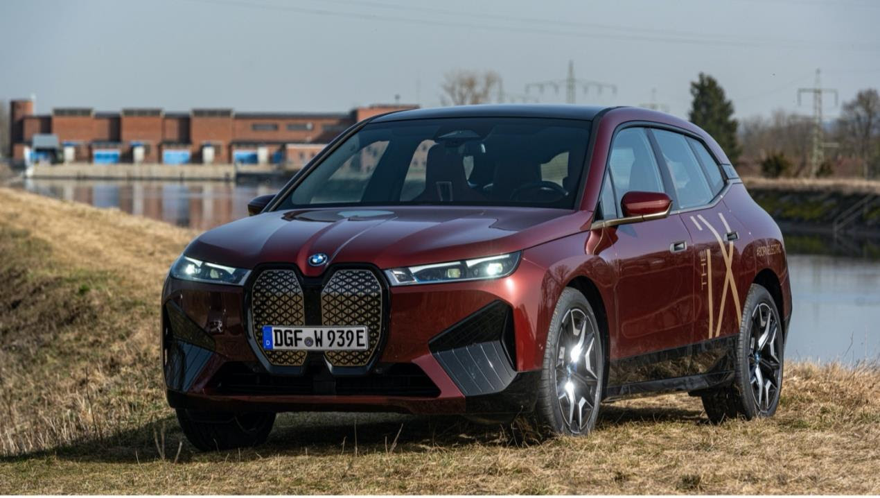 BMW Group manufactures electric cars with regional green electricity